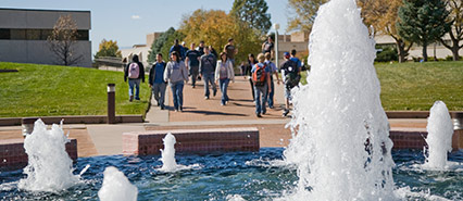 Students walking by the campus fountain during the fall 2017 return